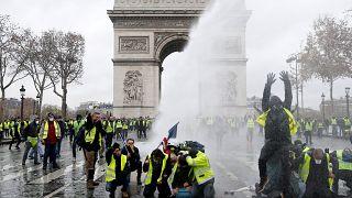 Kik azok a sárgamellényesek és mit akarnak Franciaországban