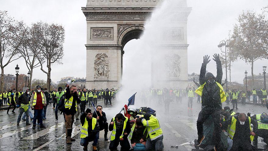 Macron rejeita estado de emergência