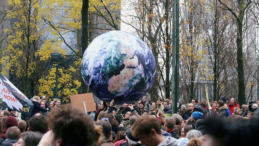 من مظاهرة ضدّ التغير المناخي في بروكسل أمس