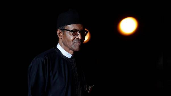 رئيس نيجيريا يخرج عن صمته إزاء شائعة وفاته واستبداله بشخص آخر