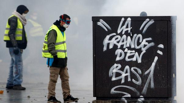 گسترش اعتراضها در فرانسه؛ تعطیلی دهها مدرسه، کمبود سوخت در مناطق غربی