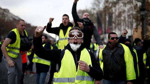 'Sarı Yelekliler'in protestosu Fransız ekonomisini vurdu