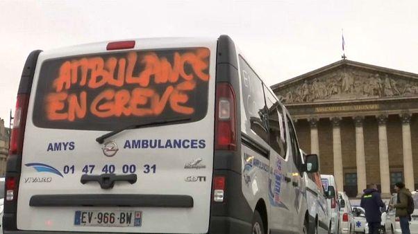 مظاهرات لسائقي سيارات الإسعاف في باريس