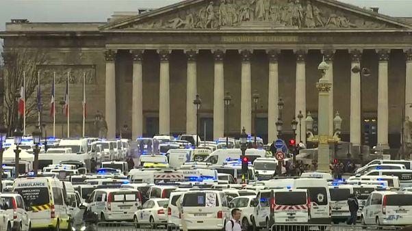 В Париже протестуют сотрудники скорой помощи