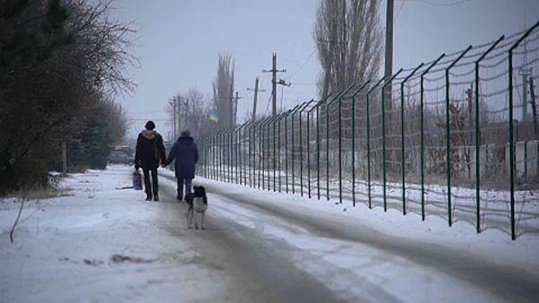 Grenzzaun zwischen Ukraine und Russland erinnert an deutsche Teilung