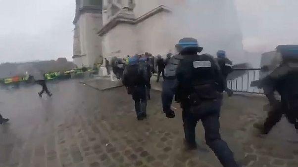 [Vídeo] La intervención de los antidisturbios en París, desde dentro