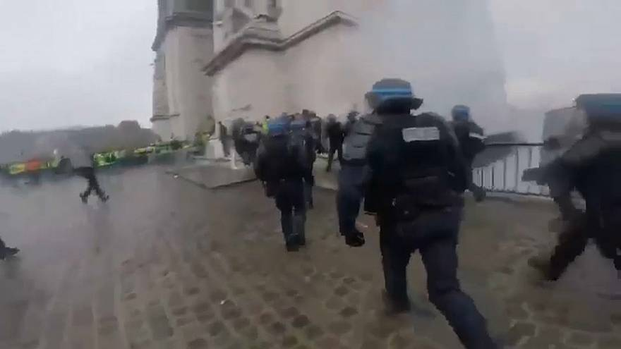 """VIDEÓ - testközelből a """"párizsi pokol"""""""