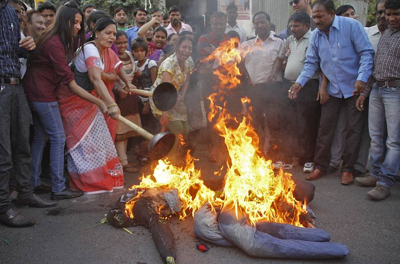 UP Woman Set On Fire, 2 Accused Arrested And 3 Cops Suspended