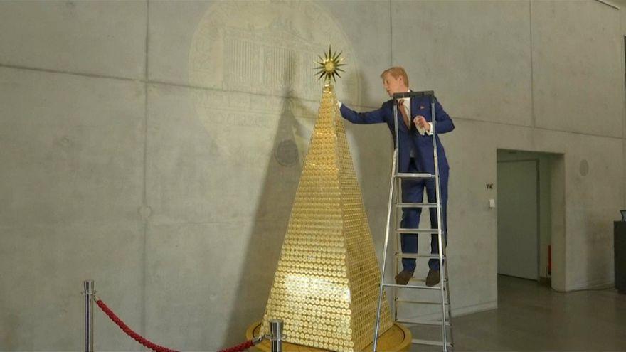 شاهد: ألمانيا تختار الذهب لتشكل منه أغلى شجرة عيد ميلاد في أوروبا