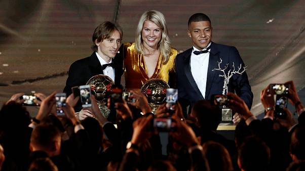 موديريتش يحصد جائزة الكرة الذهبية بعد احتكار ميسي ورونالدو منذ 2008