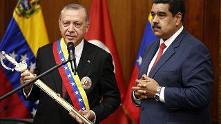 Video | Erdoğan'a kılıç hediye eden Venezuela lideri: Ertuğrul dizisini çok seviyoruz