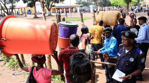 Imigrantes a abandonar Angola junto à fronteira