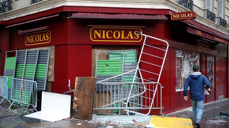 """""""Gilets jaunes"""" : l'économie française a le moral dans les chaussettes"""