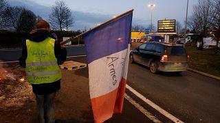 Gilet gialli: camionisti, agricoltori e studenti si schierano a favore del movimento
