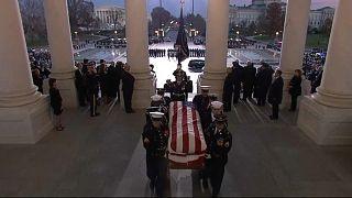 L'Amérique rend hommage à George H. W. Bush