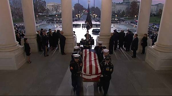 L'ultimo saluto al 41esimo presidente USA