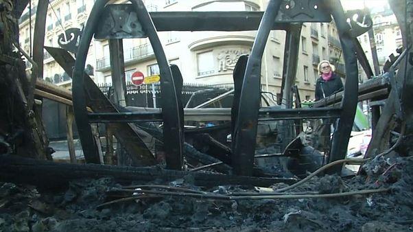 A párizsi zavargások sokkoló képei
