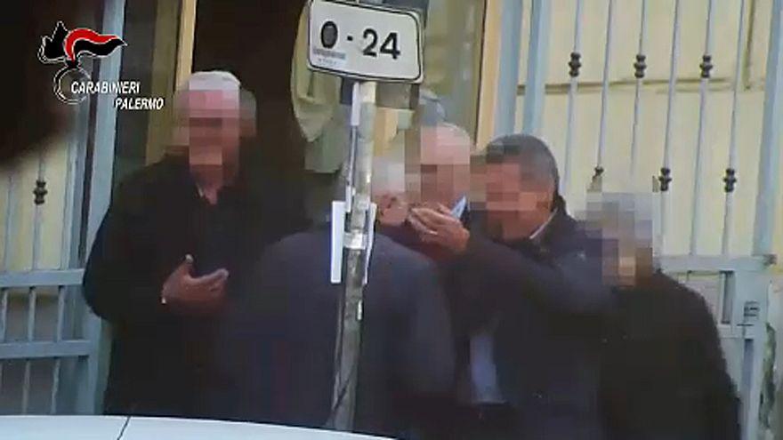 شاهد: السلطات الإيطاليا توجه ضربة للمافيا الصقلية باعتقال زعيمها و45 من أعضائها