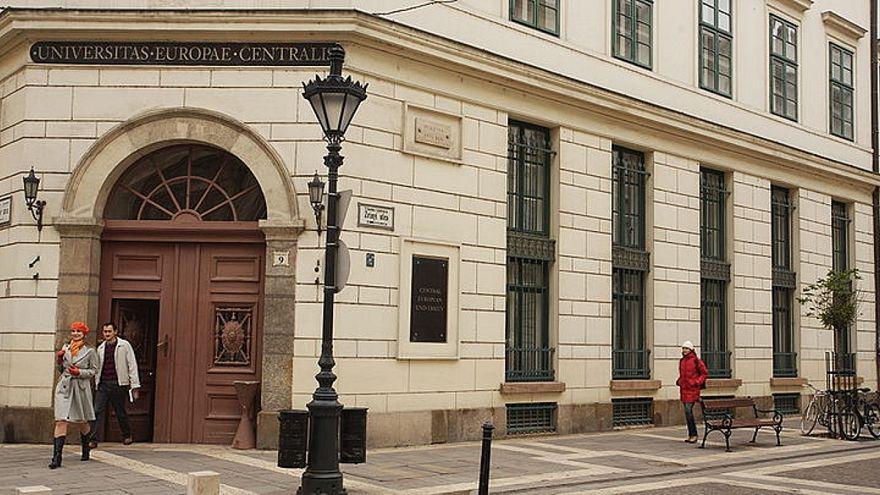 """""""طرد"""" جامعة أسسها الملياردير سوروس من المجر"""