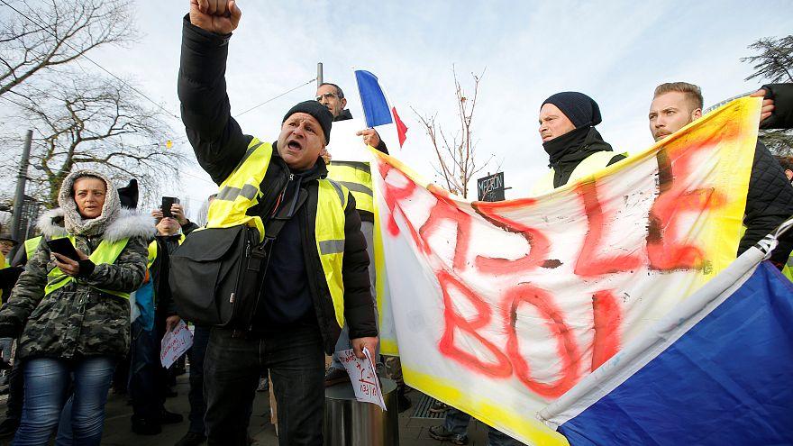 """Sur les réseaux, les """"gilets jaunes"""" opposés aux propositions du Premier ministre"""