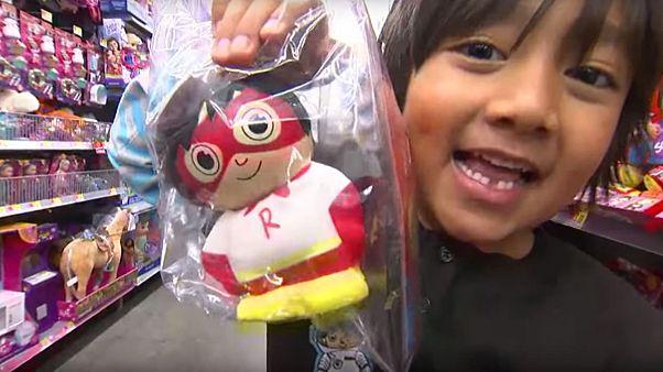 Как семилетний мальчик заработал 22 млн долларов на YouTube
