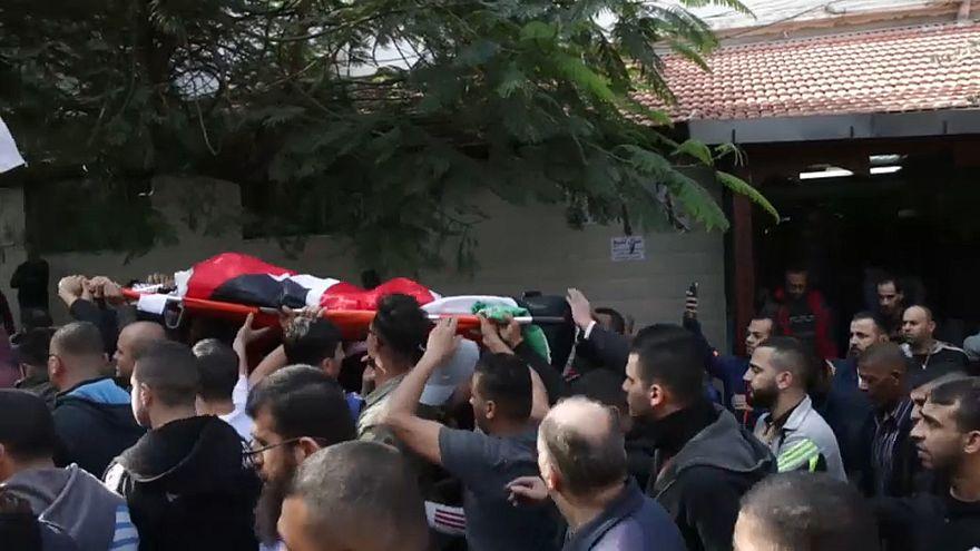 القوات الإسرائيلية تقتل فلسطينيا في توغل لها بالضفة الغربية