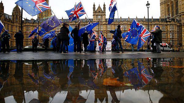 Vereségekkel indult May számára a brexit-vita a parlamentben