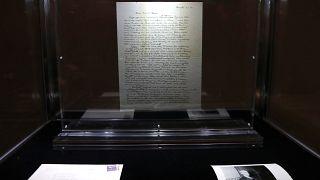 """Leiloeira vende """"carta de Deus"""" de Albert Einstein"""