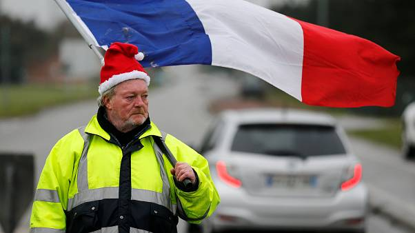 'Gilet jaunes' movement spreads to France's truckers, farmers and students
