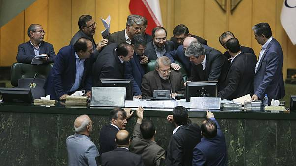 مجلس ایران در جلسهای پرتنش، بار دیگر لایحه سیافتی را تصویب کرد