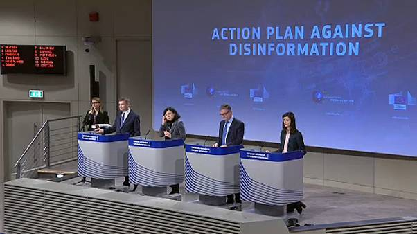 """Bruselas lanza un plan de acción contra las """"noticias falsas"""""""