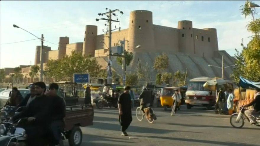 İran ekonomisi krize girdi, 700 bin Afgan göçmen ülkeden ayrıldı