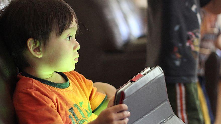 الأطفال يجبرون عمالقة الانترنت على إعادة النظر في قوانين محتوياتهم