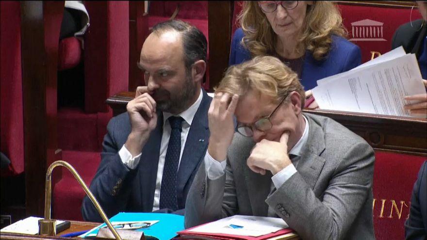 Frankreich setzt Kraftstoffsteuer-Erhöhung für gesamtes Jahr 2019 aus