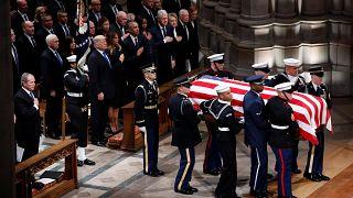 Прощание с Джорджем Бушем-ст.: церемония в Вашингтонском соборе