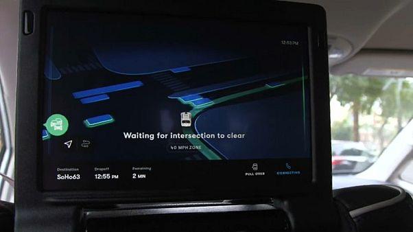 """شاهد: """"وايمو"""" تنقل الركاب بواسطة سيارات ذاتية القيادة"""