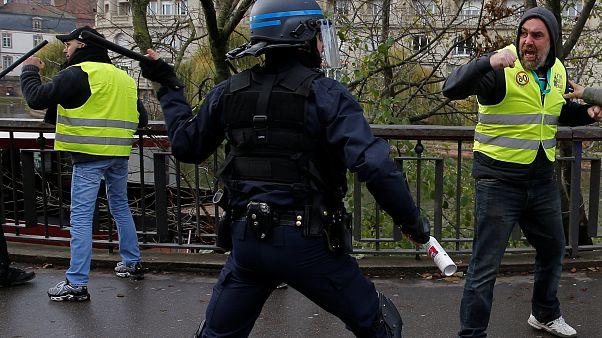 Video | Fransız polisinin 'Sarı Yelekliler'e sert müdahalesi kamerada