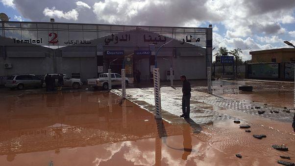 السيول تغرق مطارا في بنغازي الليبية