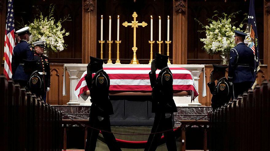Video | Baba Bush'un cenaze töreni: Yas, vucüt dili ve espriler