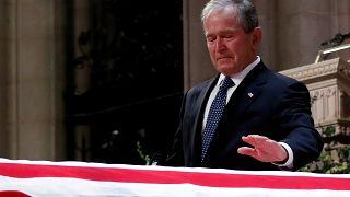 Az elhunyt idősebb Bushtól búcsúztak a világ vezetői