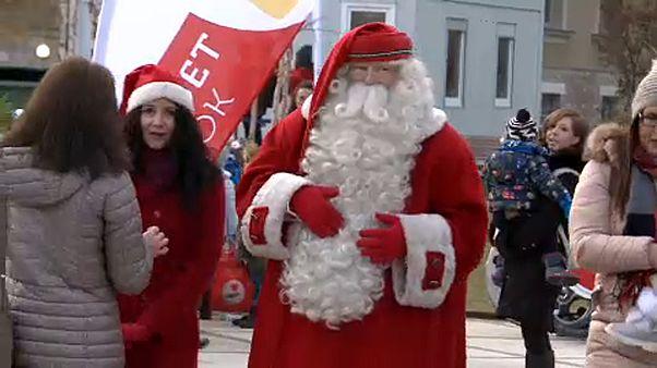 Una ONG ayuda a Papá Noel a asistir a los más pobres