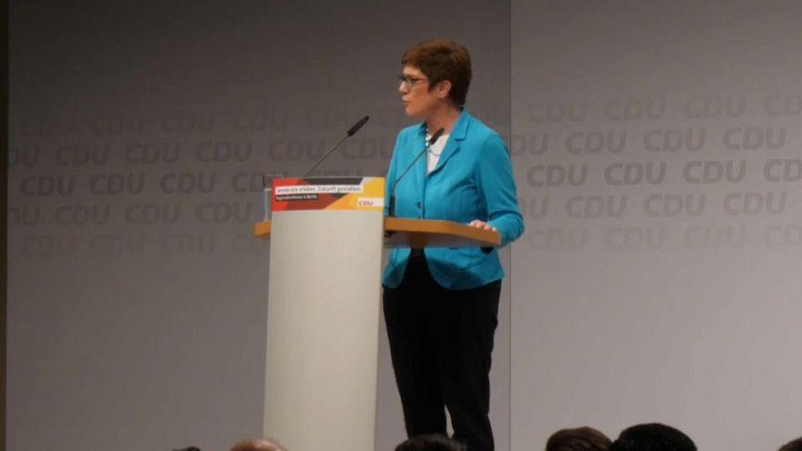 Annegret Kramp-Karrenbauer va-t-elle succéder à Angela Merkel?