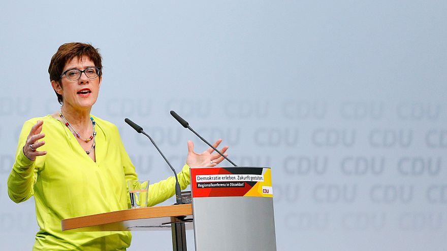 Kramp-Karrenbauer, a candidata preferida de Merkel