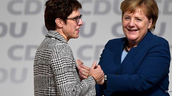 Annegret Kramp-Karrenbauer a CDU új elnöke, a 18 év után távozó Merkel utóda