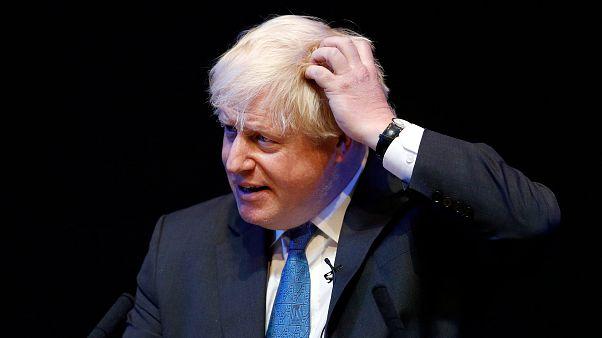 Eski İngiltere Dışişleri Bakanı Johnson'ın eksik gelir beyanı sebebiyle özür dilemesi istendi