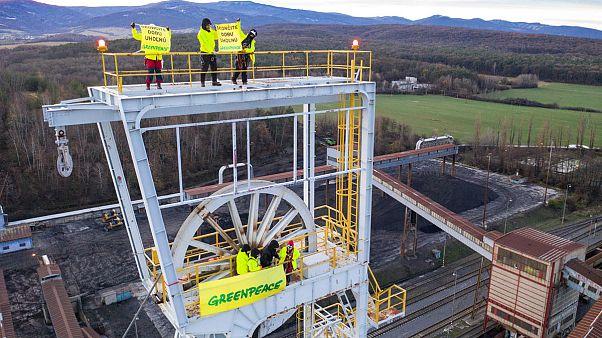 Ativistas da Greenpeace aguardam julgamento em liberdade