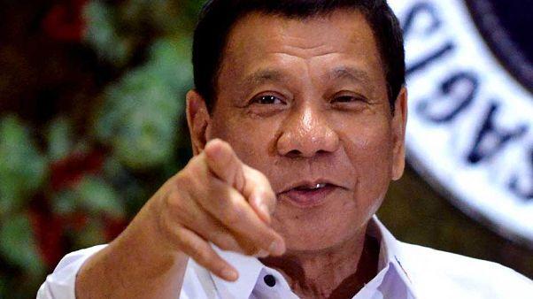 Duterte: Katolik psikoposların hepsi işe yaramaz aptallar, öldürün gitsin