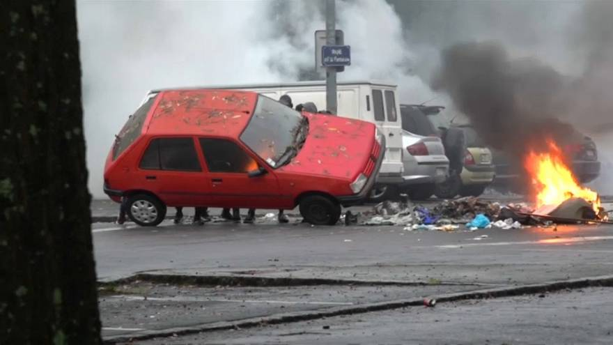 Students clash with police and burn car in Nantes