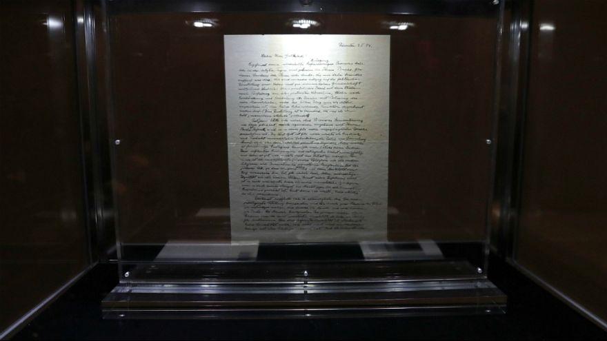 دستنویس نامه آلبرت انیشتن در حراج کریستی لندن