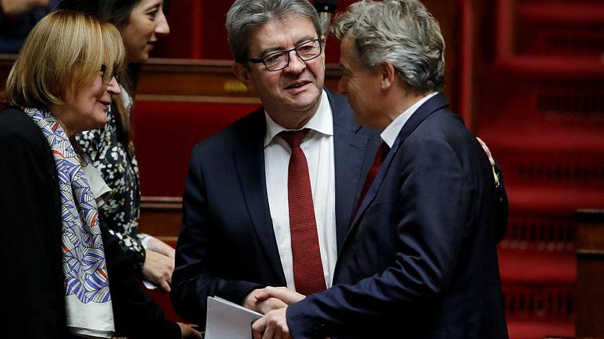 فرنسا: أحزاب يسارية ستقدم اقتراحا بحجب الثقة عن الحكومة